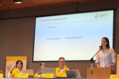 Andrea eröffnet die Delegiertenversammlung
